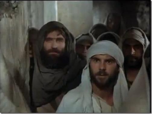 *Прочтите в 1 главе Евангелия от Иоанна о том, как на другой день опять стоял Иоанн (Креститель) и двое из учеников его. И, увидев идущего Иисуса, сказал: Вот Агнец Божий. Услышав от него сии слова, оба ученика пошли за Иисусом. Сын Человеческий, обратившись и увидев их идущих, говорит им: что вам надобно? Они сказали Ему: Равви, - что значит: учитель, - где живёшь? Говорит им: пойдите и увидите. Они пошли и увидели, где Он живёт; и пробыли у Него день тот...