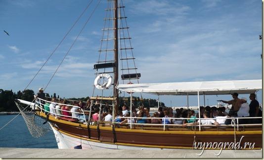 Отплываем в дивный город Ровинь!..     Нажмите на фото, чтобы перейти по ссылке и прочесть Очерк о *Ровине*...