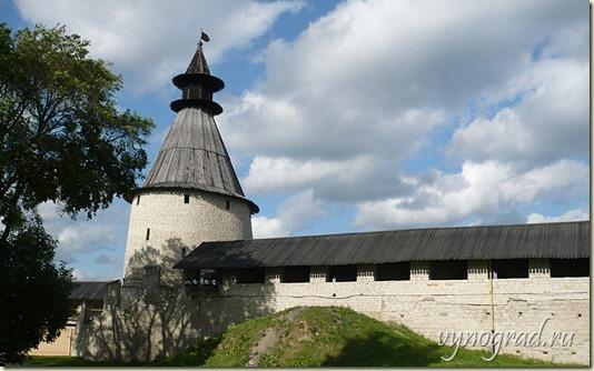 Нажмите на эту фотографию, и тогда дальнейшее Путешествие по Псковской земле продолжит Очерк *Псковщина…