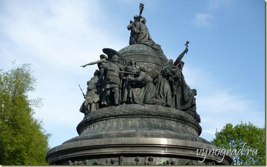 На данной фотографии снят Памятник Тысячелетию России - фигуры среднего уровня...