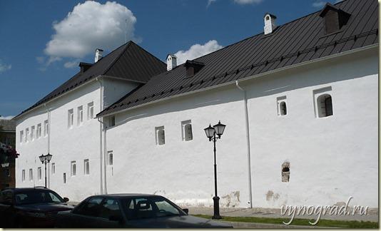На этом фото - Псковские Купеческие Палаты, поставленные купцом Поганкиным в 1671-1679 годах в самом центре города...