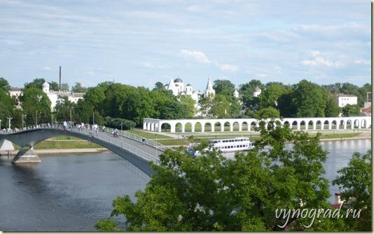 Смотрите на этом фото, как  Город Великий Новгород сегодня буквально утопает в зелени!..