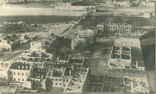 А вот так выглядел лежащий в послевоенных руинах город Великий Новгород...