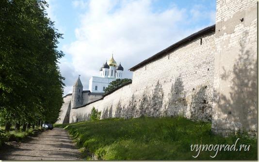 Ссылка этого фото открывает Очерк *Псковский Кром* - из цикла *Путешествие по России...