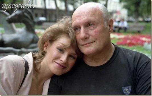 На фото - Александр Пороховщиков и его любимая супруга Ирочка...
