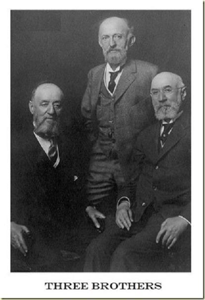 А здесь - старинная фотография троих братьев Штраус...