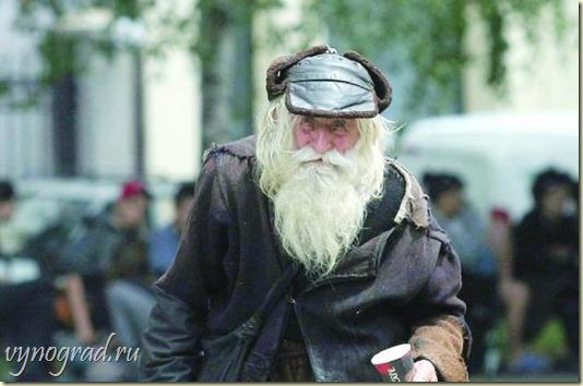 Напоминание: И просит дедушка Добри у людей подаяния - чтобы помочь другим, тем кто в беде...