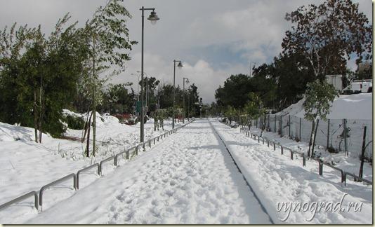 На этом снимке ясно видно, что и в Иерусалиме бывает, что зимой выпадает снег...