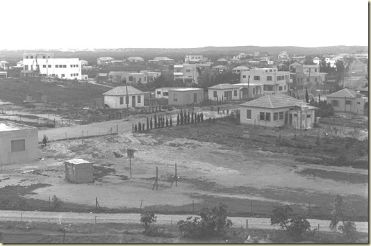 Старый чёрно-белый снимок Нетании 1936 года. И ссылка - Напоминание...